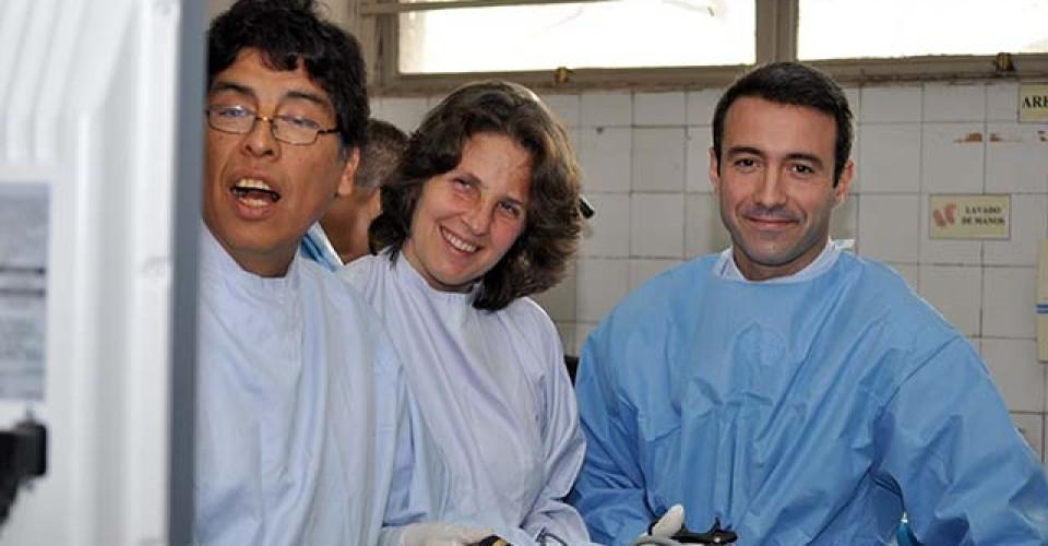 UMIBA entrenando a Urologos en cirugía laparoscópica